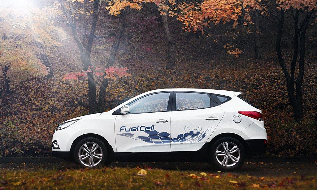 Till de yttre liknar ix35 Fuel Cell en vanlig bensindriven Hyundai. Under karossen är det dock en helt annan bil. Foto: Hyundai.