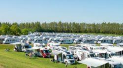 Här kan du semestra i Sverige i sommar – så påverkas campingträffar av Covid-19