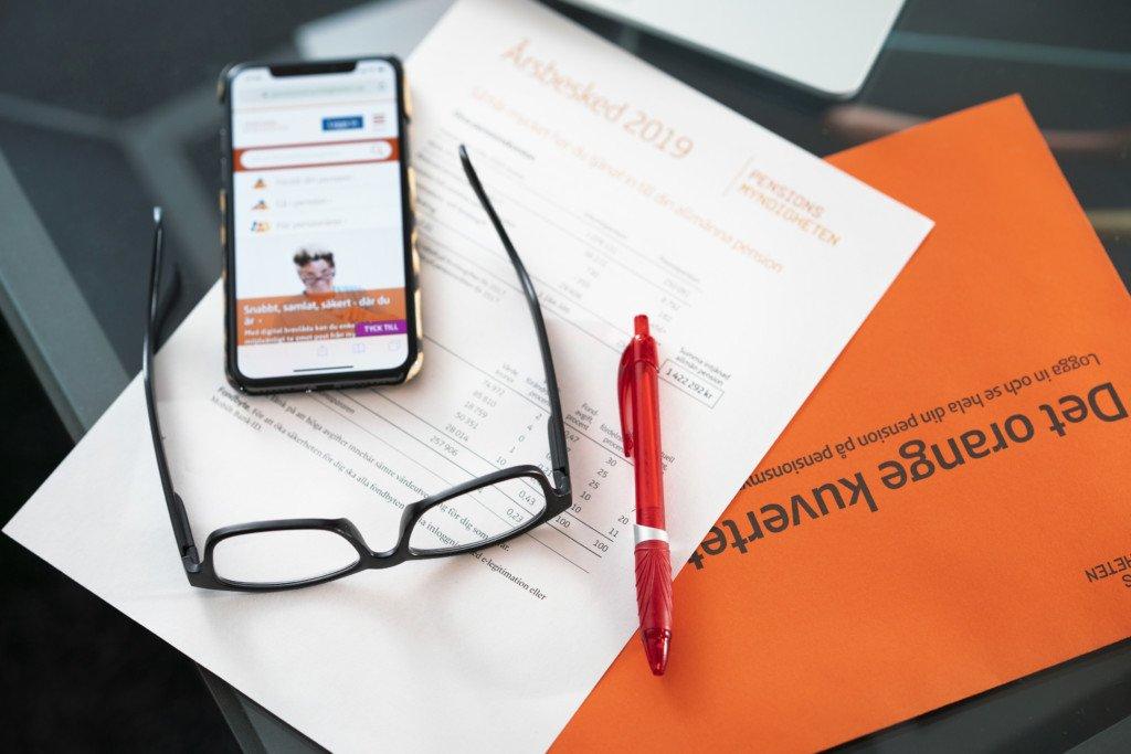 Orange kuvert från Pensionsmyndigheten 2019.  Foto: JenniferGlans/Pensionsmyndigheten / Handout / kod 10500 **OBLIGATORISK BYLINE: Jennifer Glans/Pensionsmyndigheten / ** **Endast för redaktionell användning. Bilden kommer från en extern källa och distribueras i sin ursprungliga form som en service till våra abonnenter**