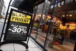 Här trängdes shoppingsugna på Black Friday